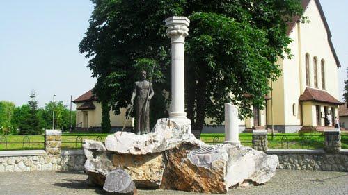 Püspökladány Szent István szobor